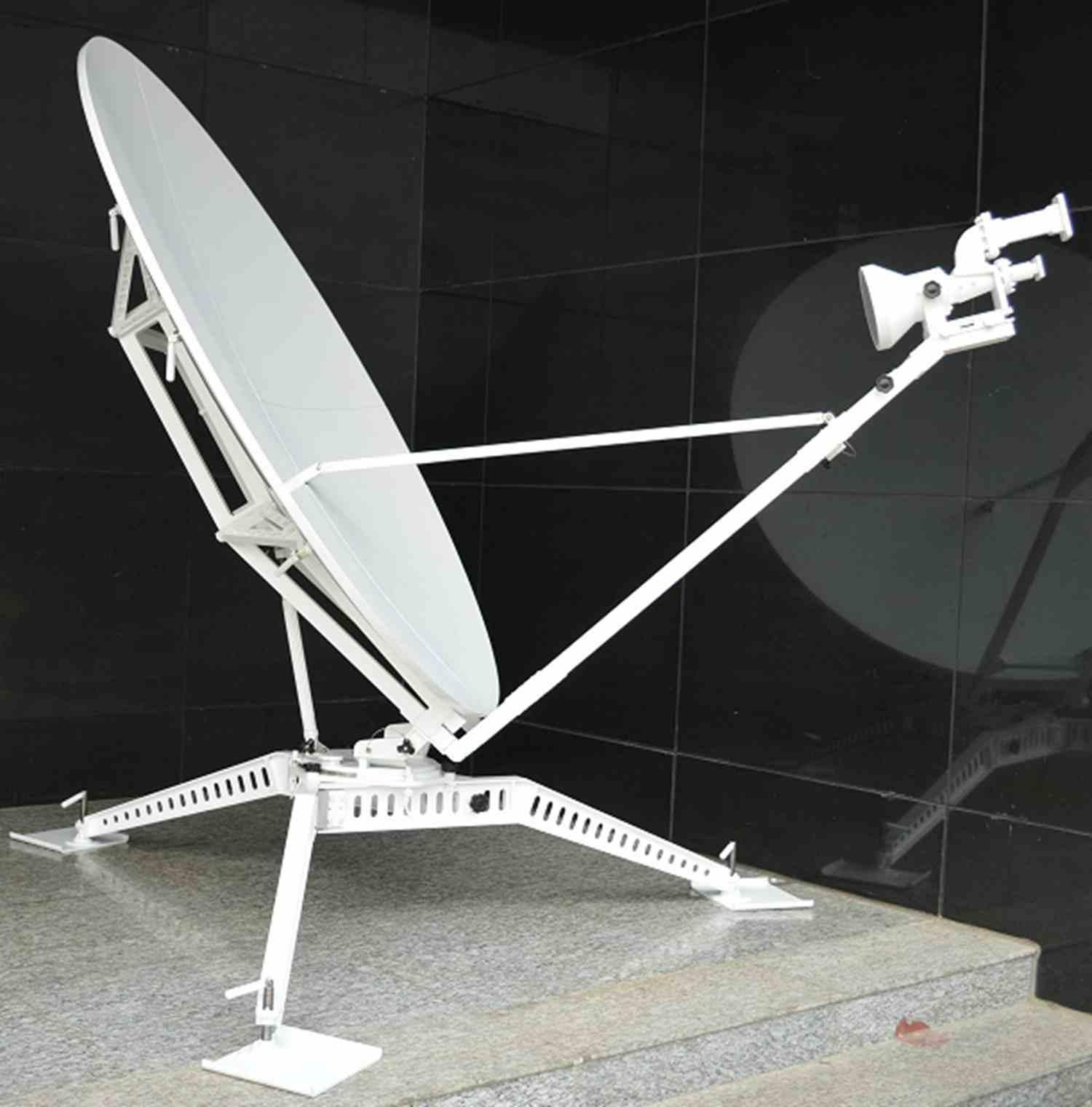 1.8m Carbon Fiber Flyaway Antenna